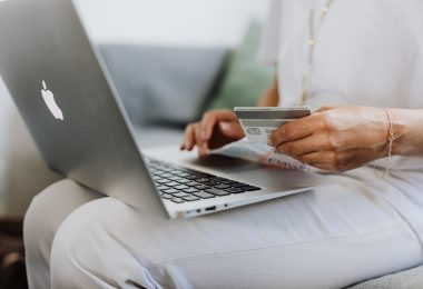 Shopping online in Canada
